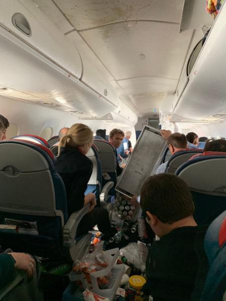 бардак в самолете