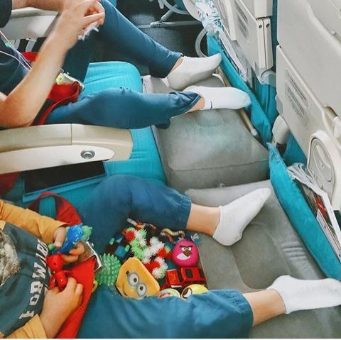 Почему отекают ноги в самолёте